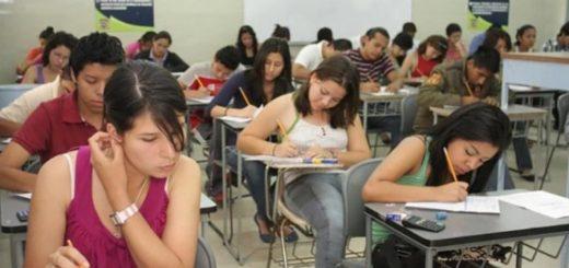 Más jóvenes estudian carreras cortas para insertarse al mercado laboral