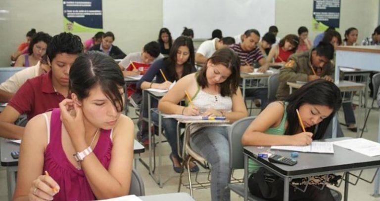 Más jóvenes estudian carreras de tres años para insertarse pronto al mercado laboral