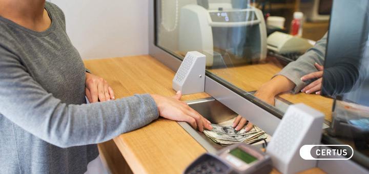 ¿Dónde puede trabajar un cajero financiero y comercial?