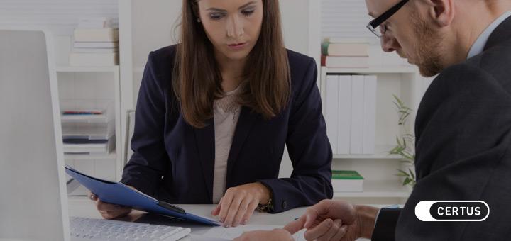 ¿Cuáles son las funciones que debe realizar un cajero bancario?
