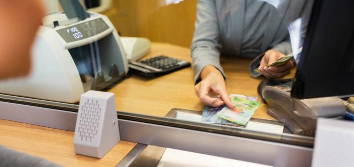 cajero bancario facilita transacciones