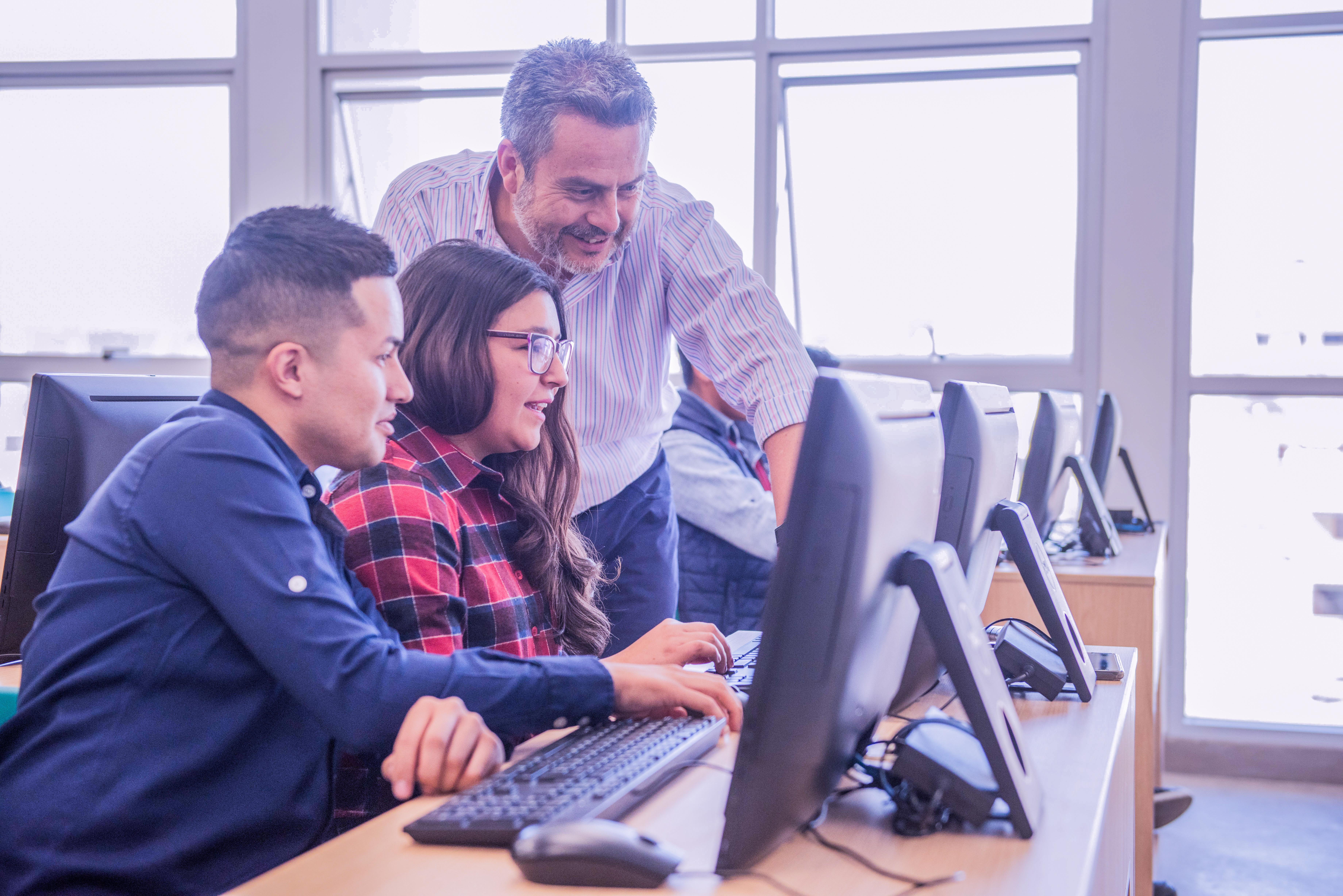 Ingreso de trabajadores con estudios técnicos incrementa.