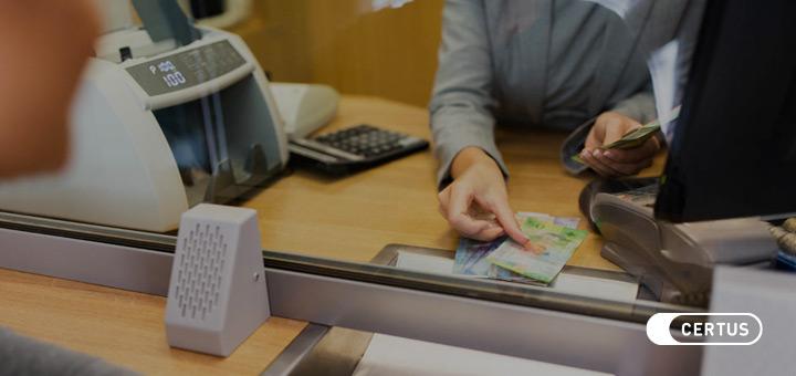 ¿Qué hace un cajero financiero? Todo lo que debes saber de este curso