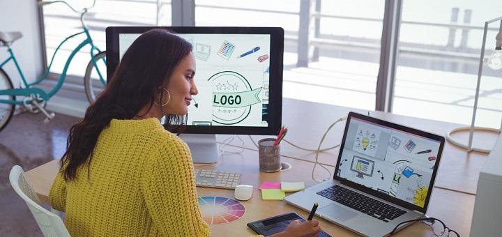 mujer laptop diseño