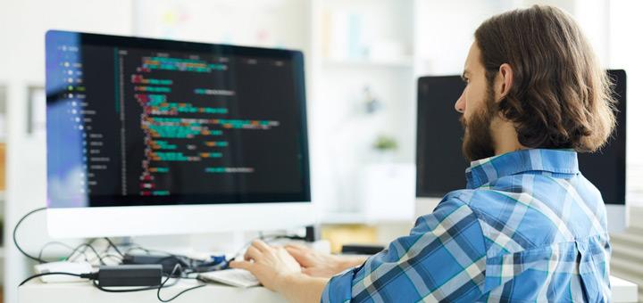 hombre computadora programación